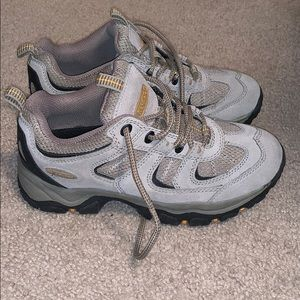 Shoes - Women's Nevados 7.5